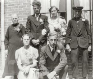 Geertje van Merkestijn zit links op de foto. Foto:collectie familie Spee