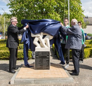 Onthulling Naamplaat Sportmonument. Foto: Cees Beumer